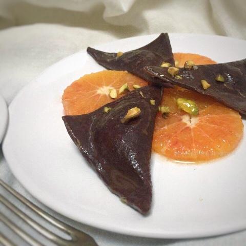 Ravioli dolci al cioccolato e arance