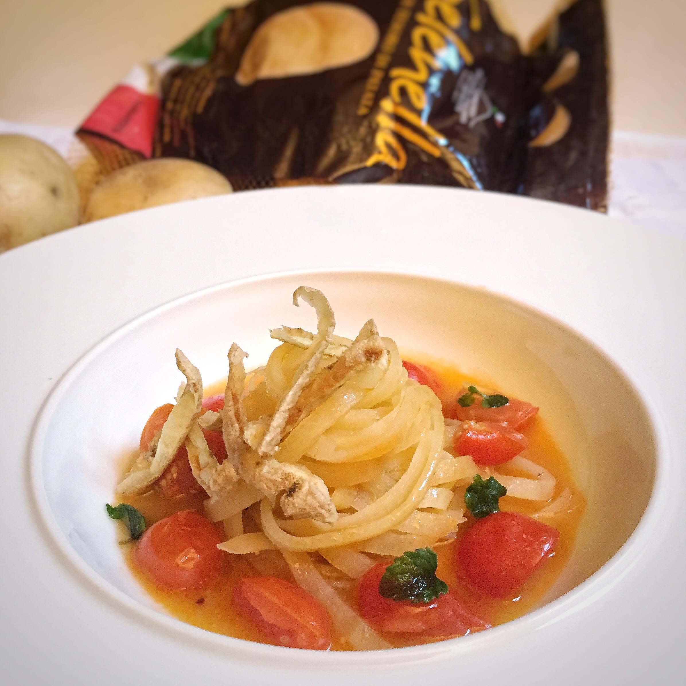 Spaghetti di patate in guazzetto di pomodoro