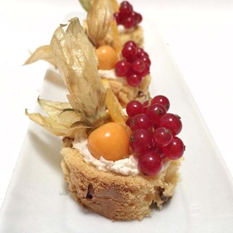 Pasticcini di panettone e frutta fresca