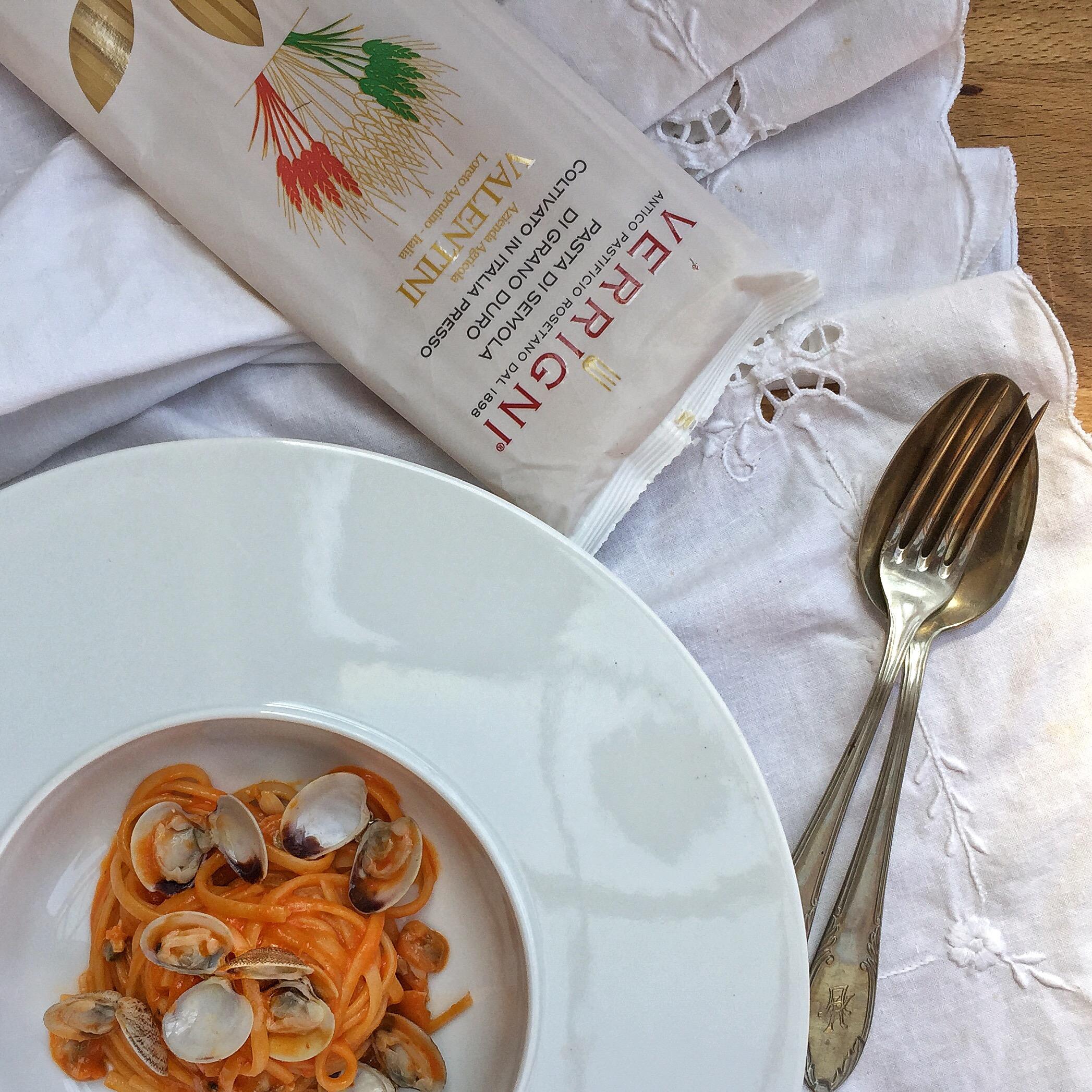 Pasta alle vongole e crema di peperoni