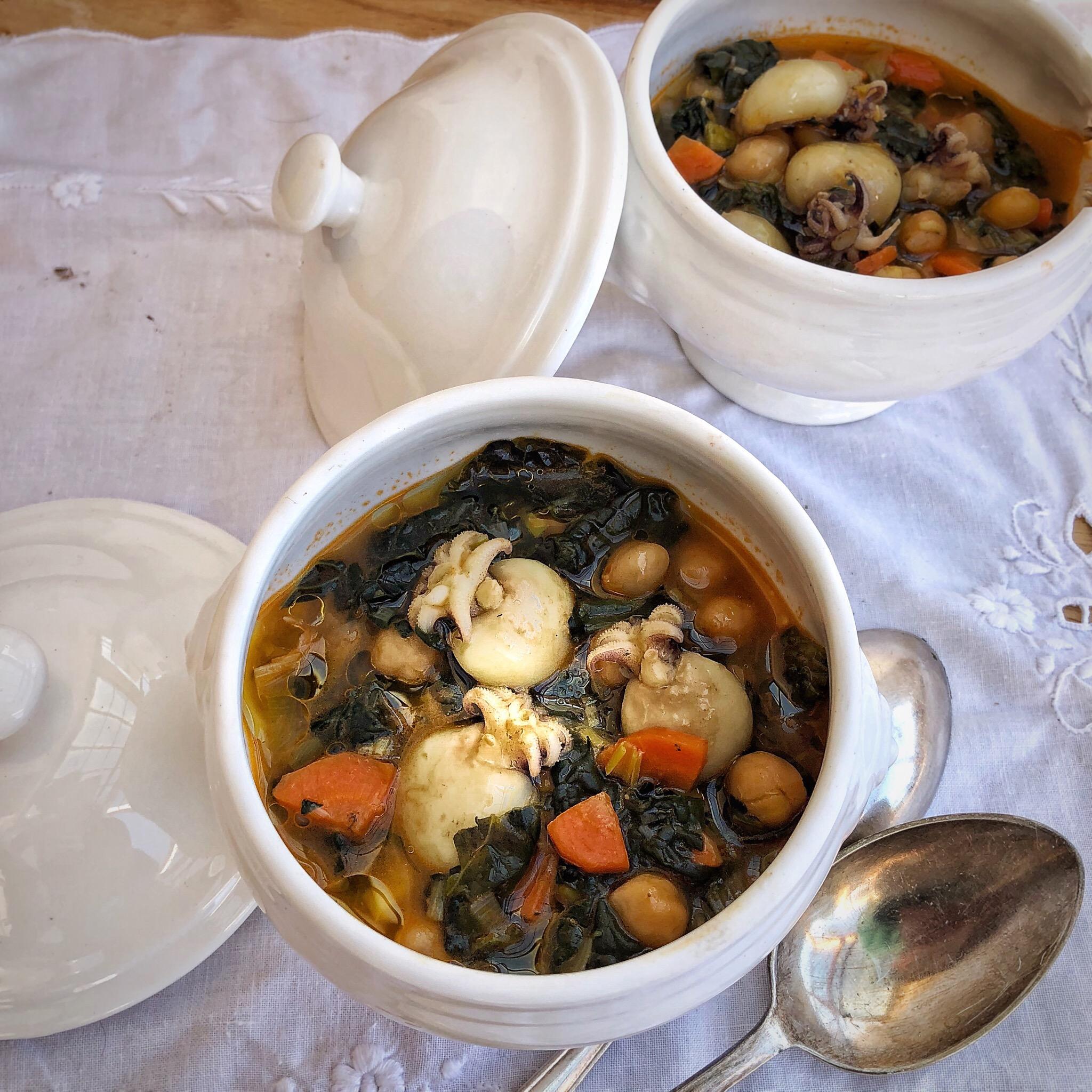 Zuppa di cavolo nero e ceci con seppioline piccanti