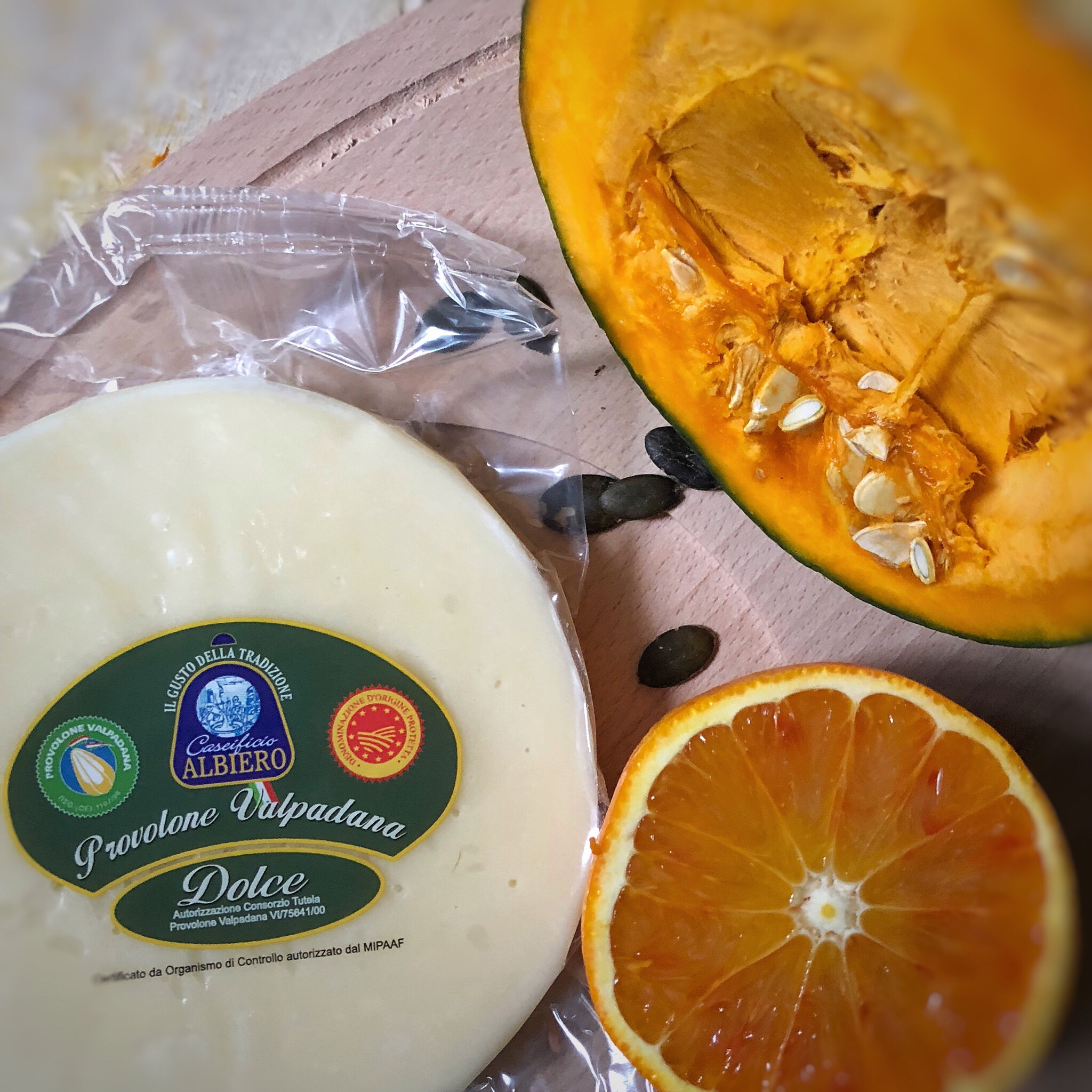 Provolone Valpadana al gratin con zucca e arance caramellate