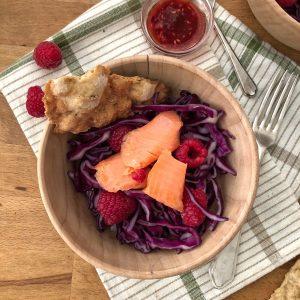 Cavolo rosso con lamponi e trota marinata