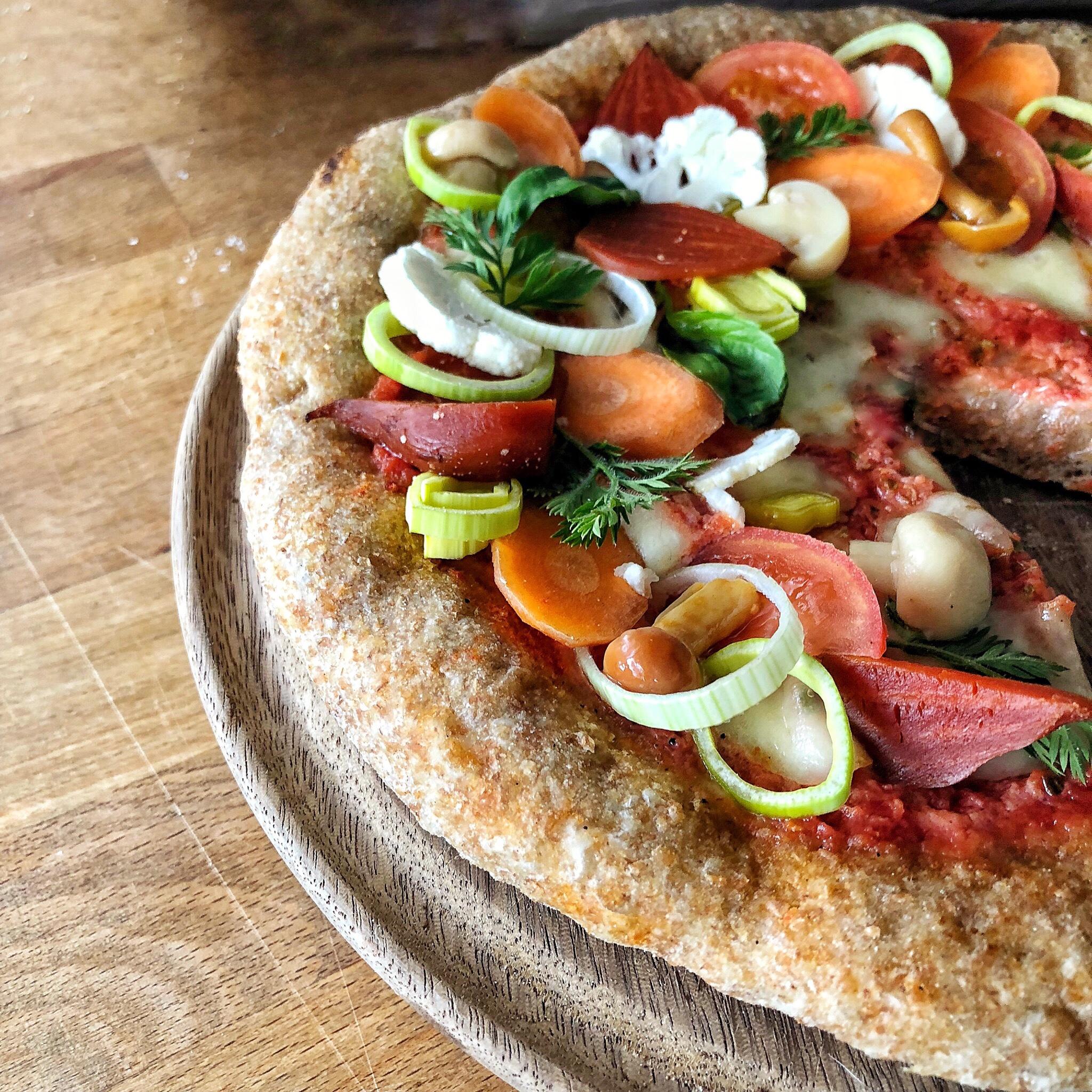 Pizza integrale alle verdure senza lievito