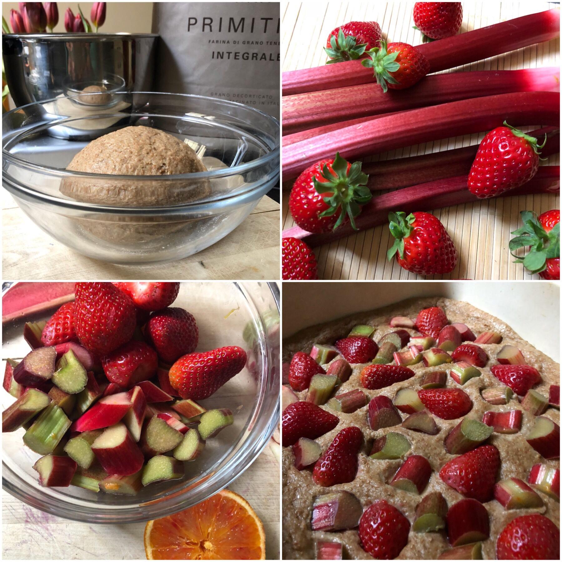 Focaccia dolce con fragole e rabarbaro