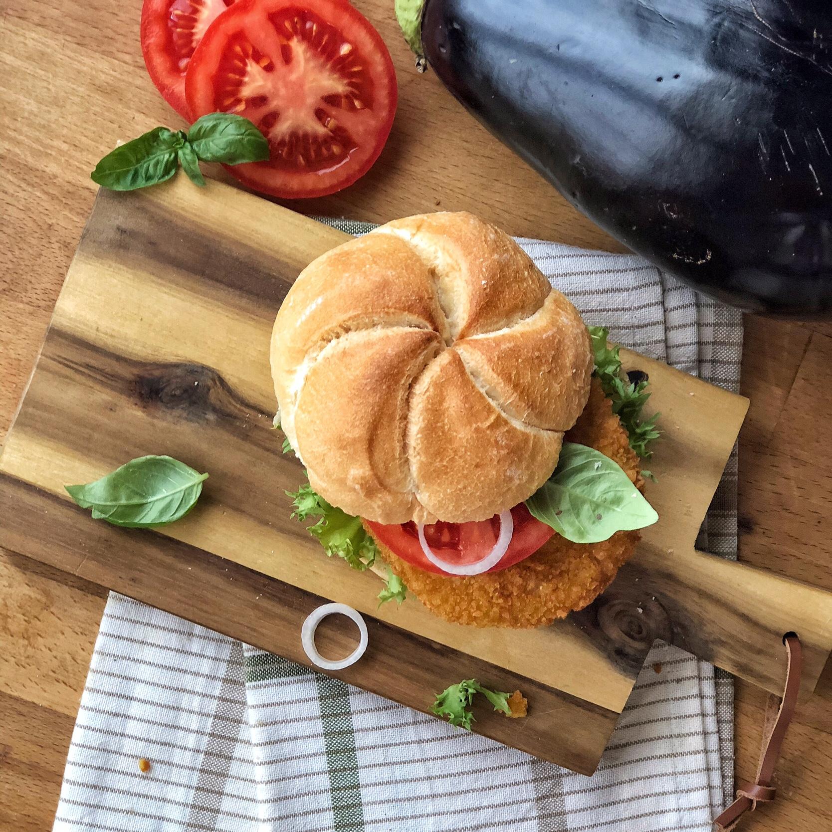 Panini con hamburger di melanzane e sgombro