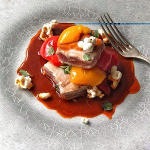Tonno tataki e peperoni con salsa alla paprika