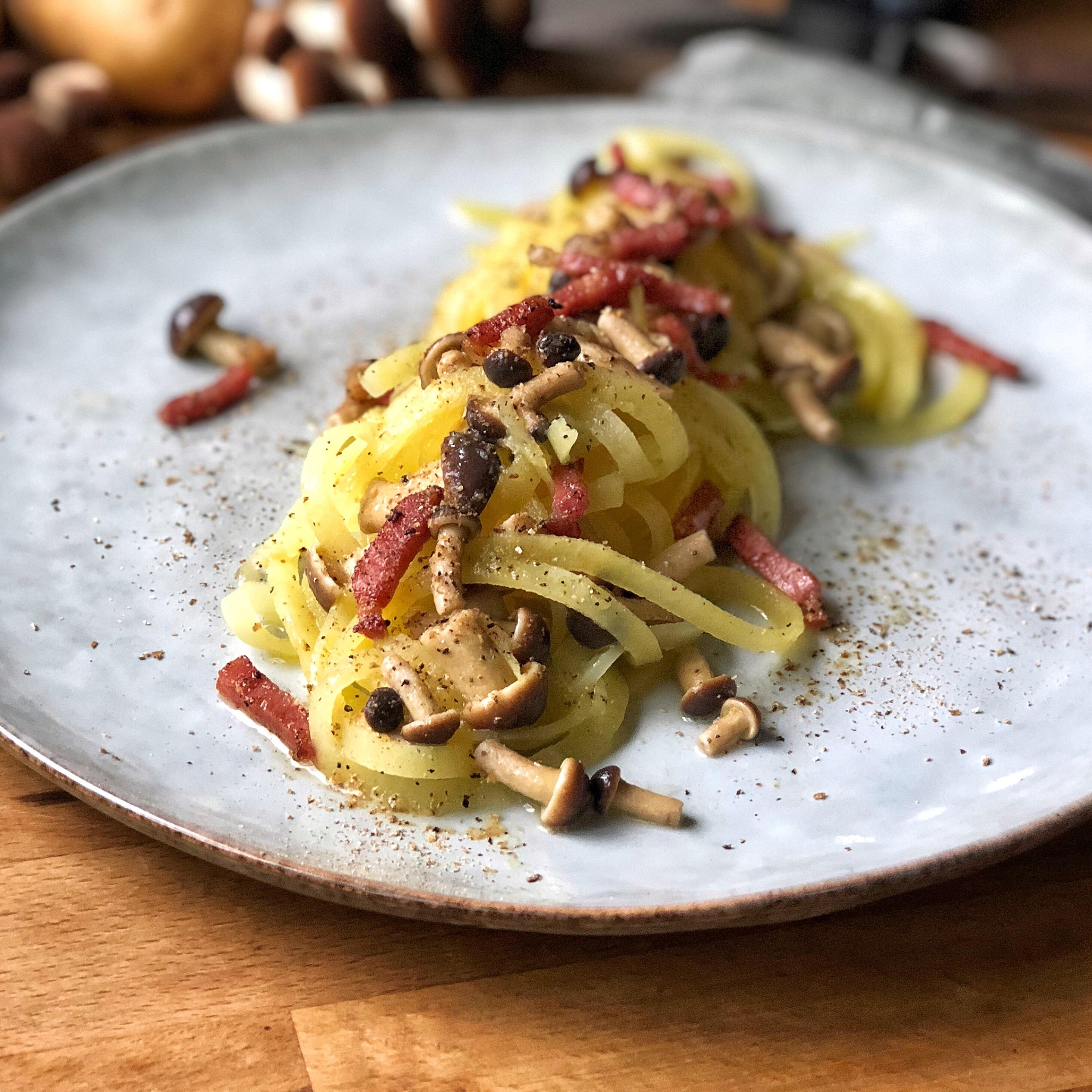 Spaghetti di patate ai funghi e speck