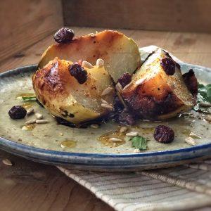 Cavolo rapa al forno con mirtilli rossi e semi di girasole