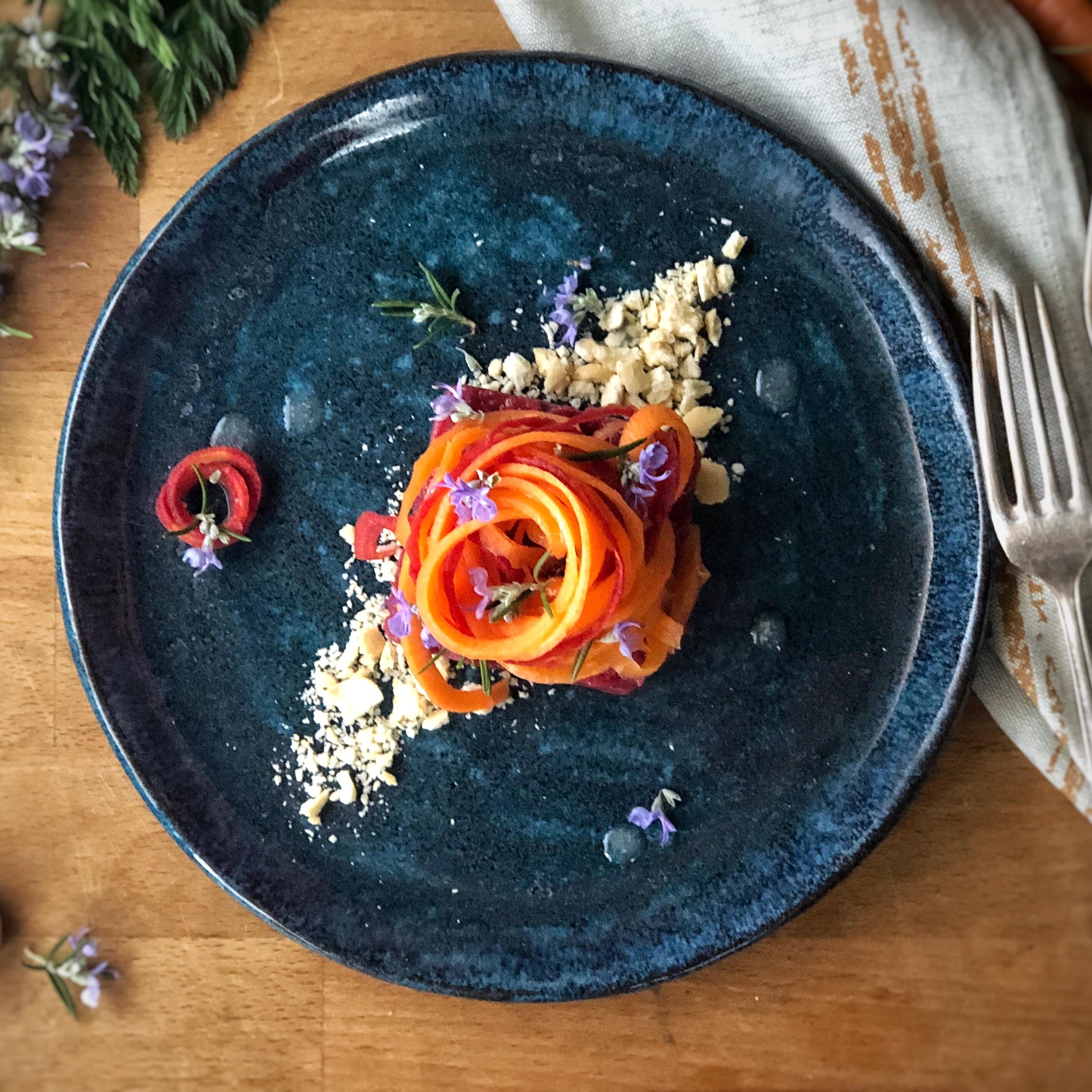 Tartare di manzo e spaghetti di carote al condimento bianco