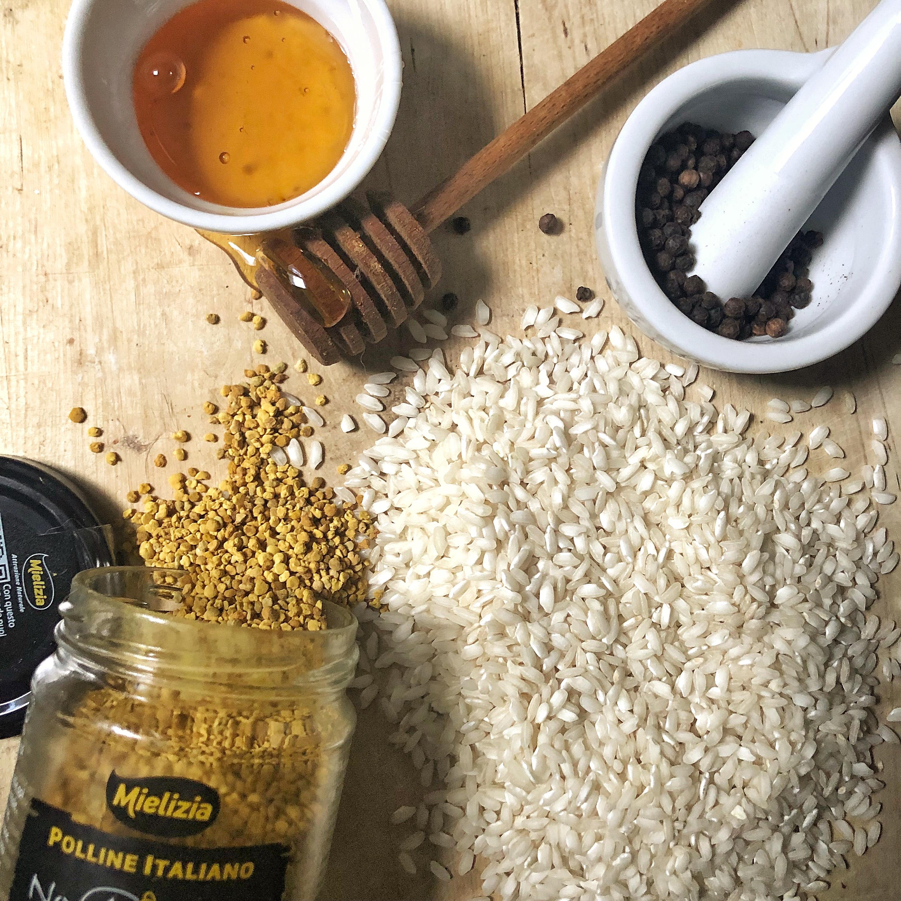 Risotto cacio e pepe con miele e polline