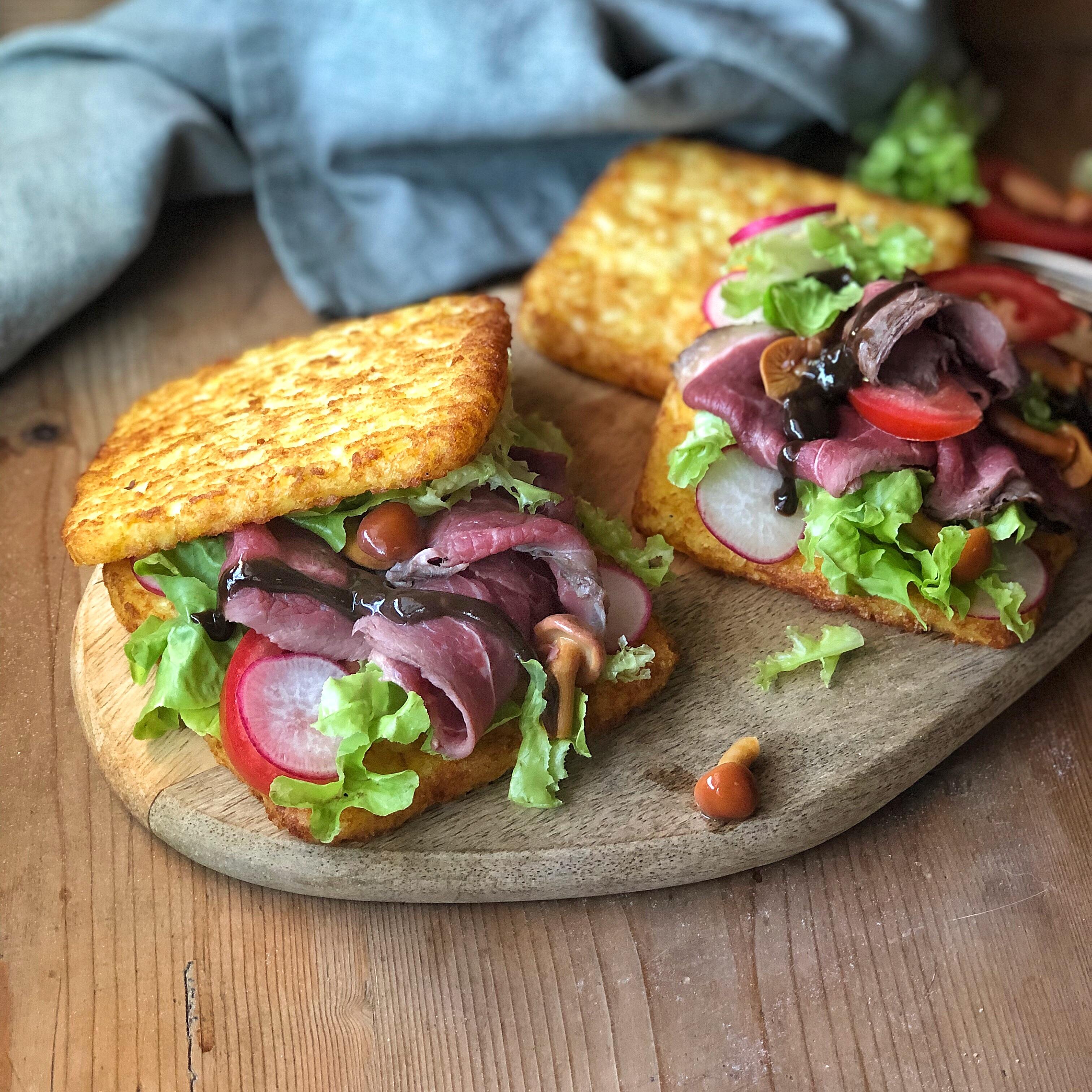 toast di rosti di patate con roast beef alla senape