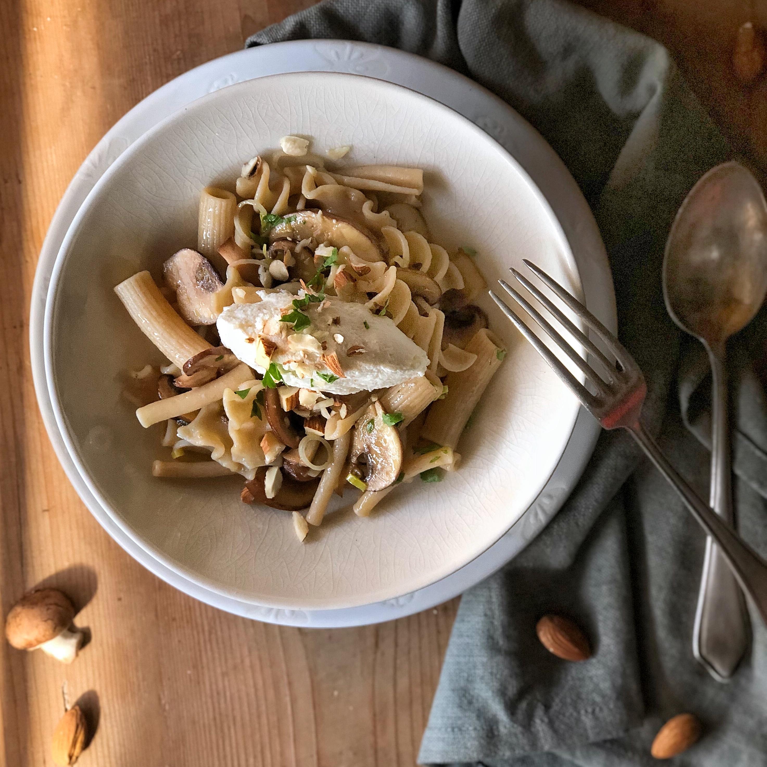 Pasta integrale con funghi e porri