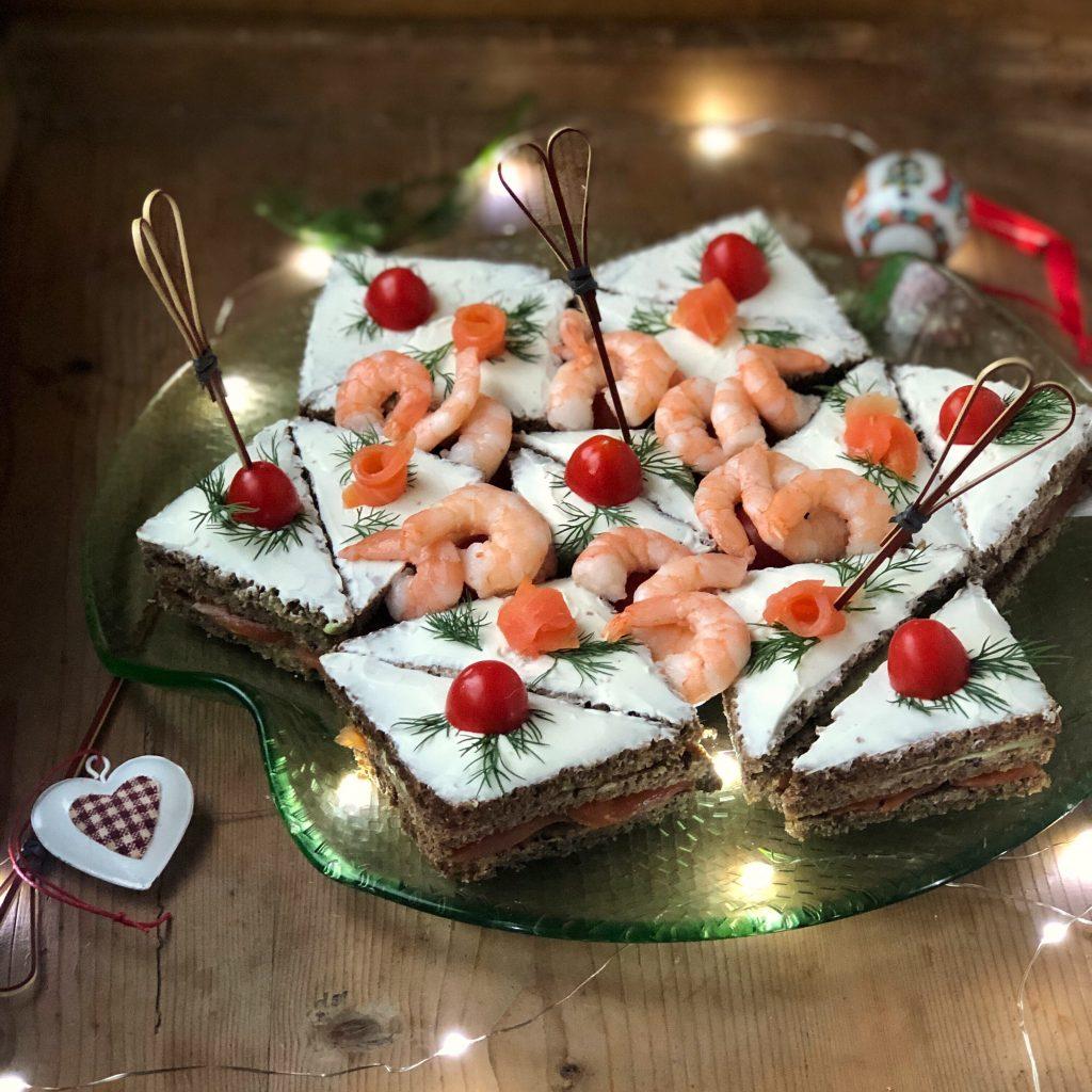 Pane A Forma Di Stella Di Natale.Stella Di Tramezzini Con Salmone E Avocado La Luna Sul Cucchiaio