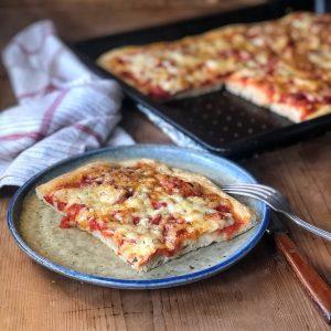 LA PIZZA IN TEGLIA