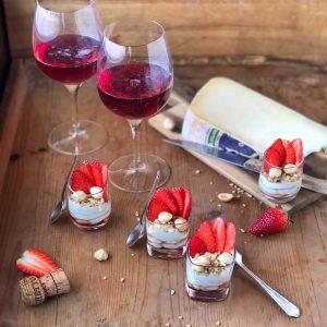 Fonduta di Toma Piemontese al Brachetto d'Acqui con fragole e nocciole