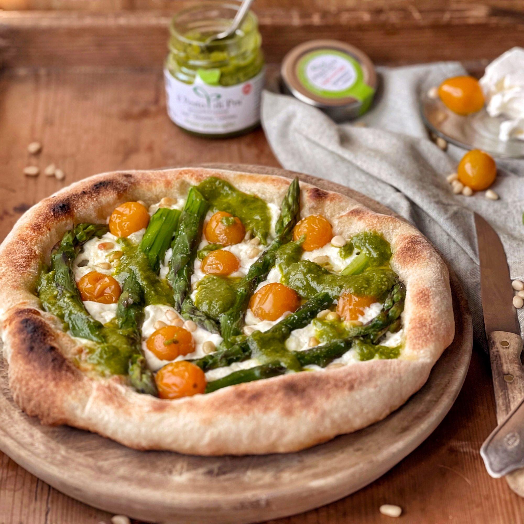 Pizza al pesto e asparagi