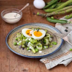 Insalata di asparagi e uova bazzotte
