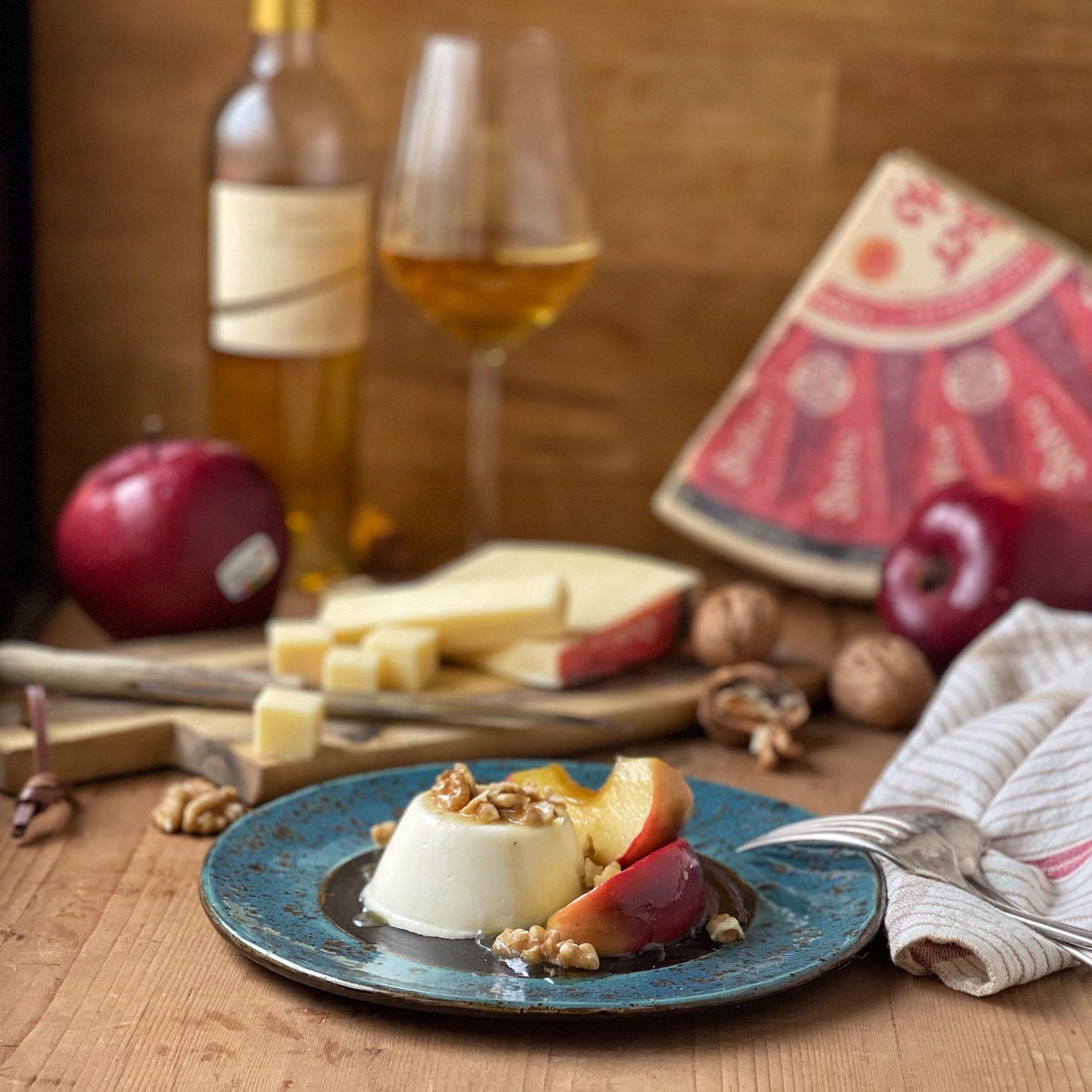 Panna cotta salata al formaggio Stelvio con mele caramellate