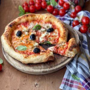 Pizza fatta in casa con semola di grano duro