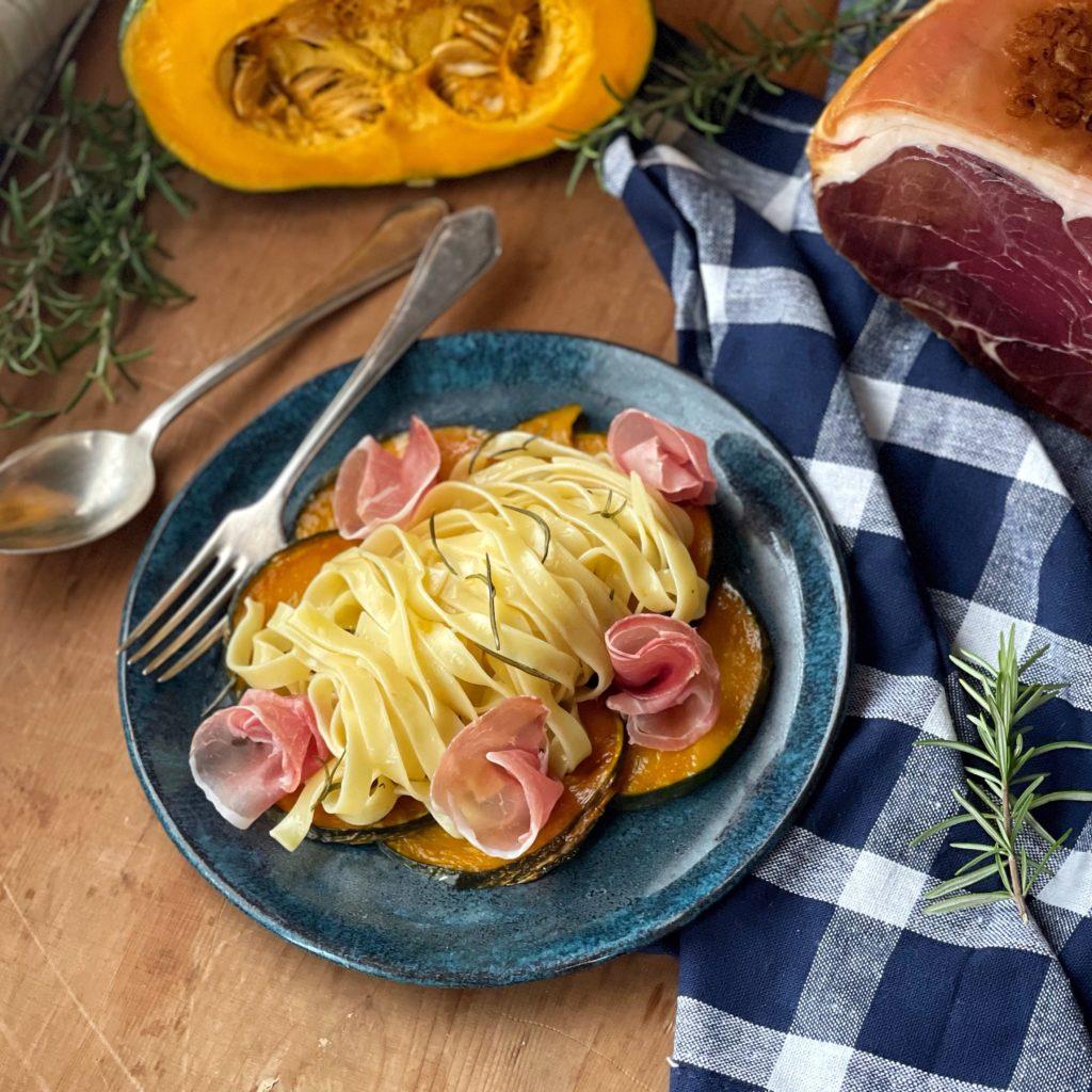 Tagliatelle con zucca al forno e prosciutto Toscano DOP